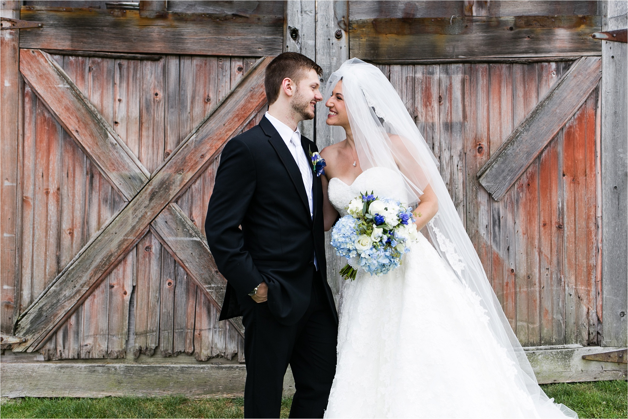 Rustic ol' barns are the perfect backdrop for outdoor wedding portraits